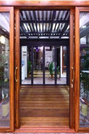 1 5 300x450 - Cửa nhôm kính Việt Pháp vân gỗ