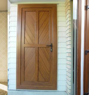 so sanh cua go và cua nhua loi thep 300x320 - So sánh cửa gỗ và cửa nhựa lõi thép