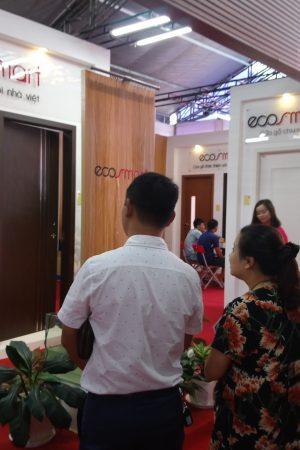 240f0aae65f29bacc2e3 300x450 - ECOSMART - Thương hiệu cửa gỗ nhựa Composite thu hút nhiều khách thăm quan tại Vietbuild Hà Nội 2020