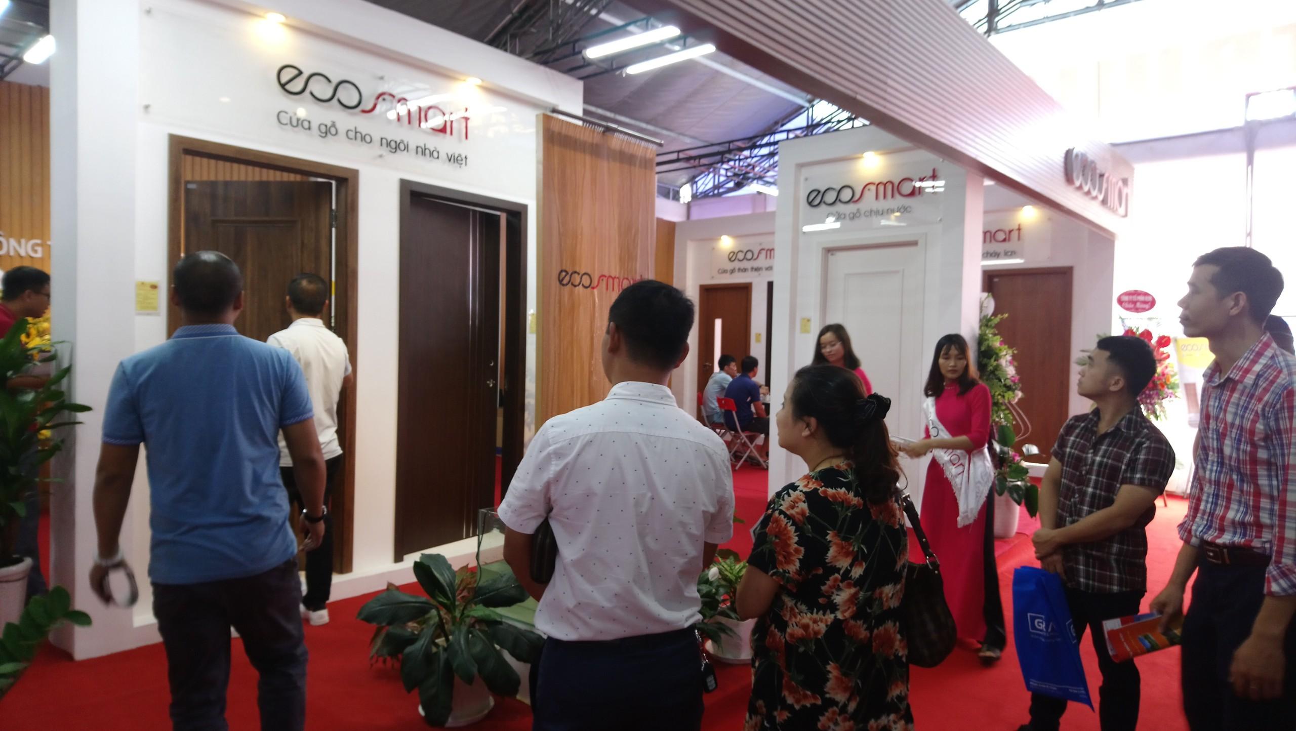 240f0aae65f29bacc2e3 - ECOSMART - Thương hiệu cửa gỗ nhựa Composite thu hút nhiều khách thăm quan tại Vietbuild Hà Nội 2020